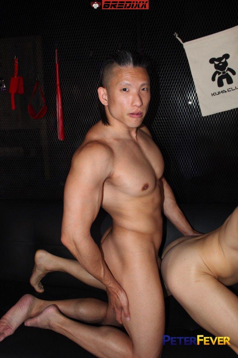 Asian muscleboy Jessie Lee meets Zak Bishop in Sauna Nights 3
