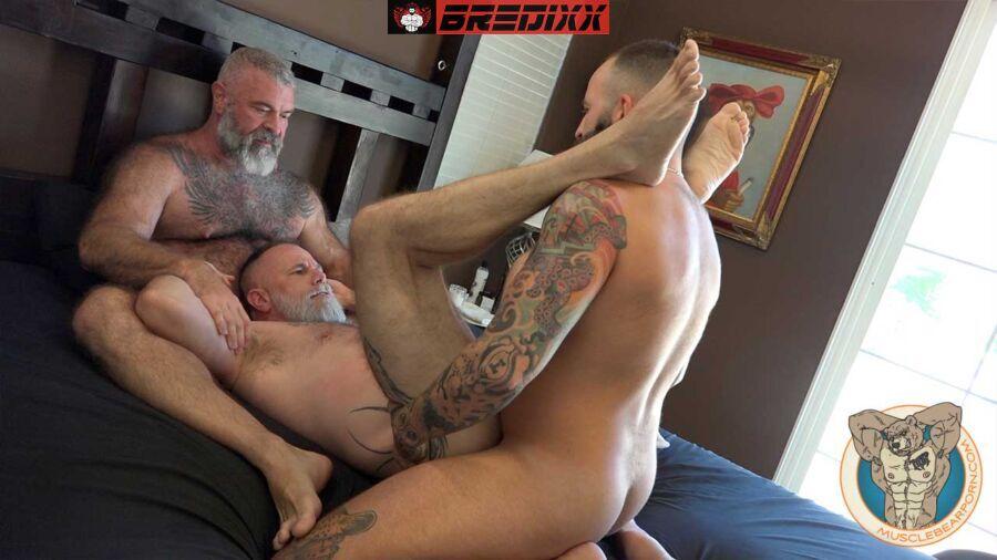 Muscle Bear Will & Liam Angell Play With Zander Fierro 3